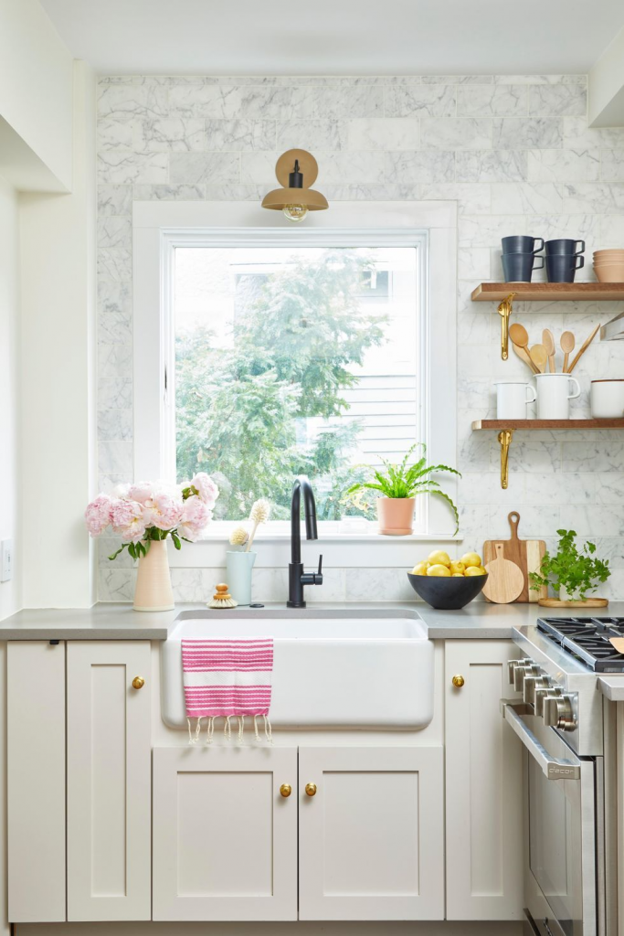 Stylish Small Kitchens, extend the backsplash up to the ceiling