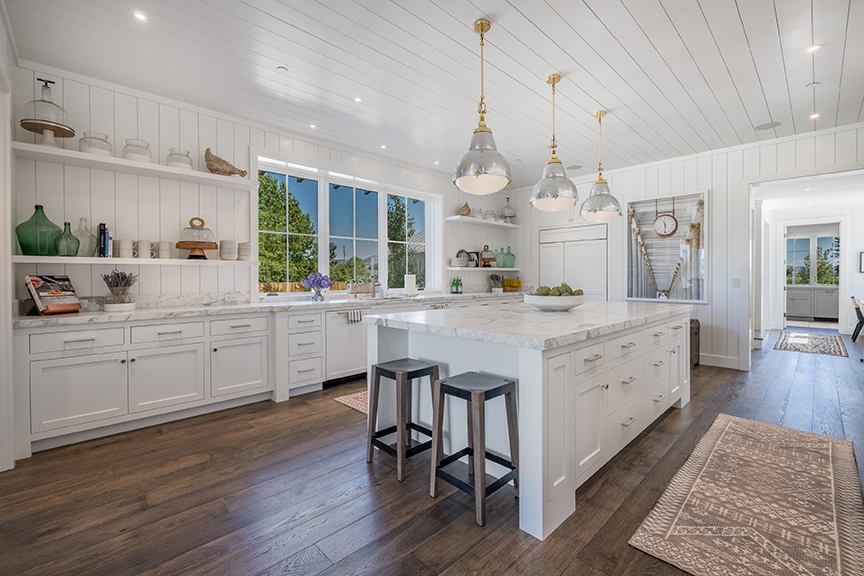 Farmhouse Style kitchen, sophisticated and sleek.   Source: Oakridge Cabinets