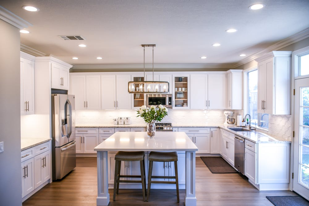 Modern Style Kitchen, minimal and fuss-free.  Source: Pexels.com
