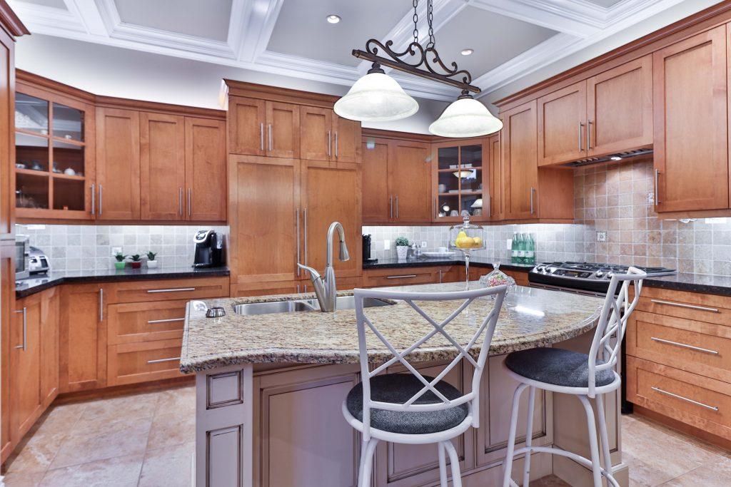 Traditional Style Kitchen, crown molding, carved wood, polished natural stone.   Source: Unsplash sidekix-media-ZKnG_gm8X40-unsplash